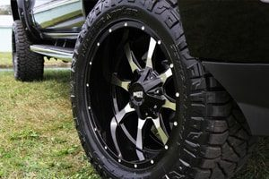 Chevy High Country M0970 Moto Metal Wheels