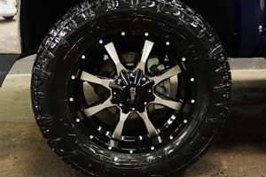GMC Sierra MO970 Moto Metal Wheels